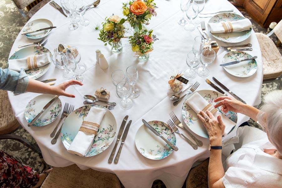 setting the wedding table